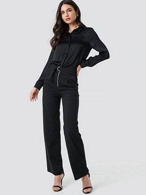 NA-KD svarta byxor High Waist Zip Detail Pants svart