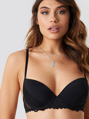 NA-KD Lingerie Lace Detail Padded Cup Bra - BH:ar