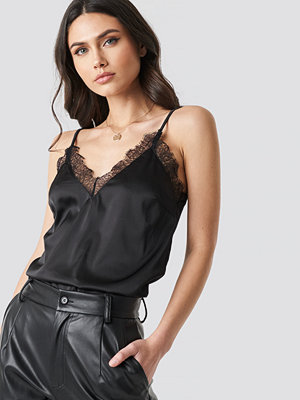 NA-KD Party Plain Lace Singlet svart