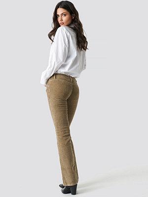 Trendyol omönstrade byxor Normal Waist Velvet Flare Pants brun