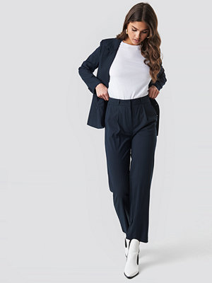 NA-KD Classic svarta byxor Straight Cropped Striped Suit Pants blå