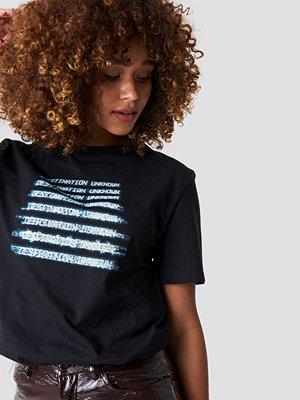 T-shirts - NA-KD Destination Unknown Unisex Tee svart