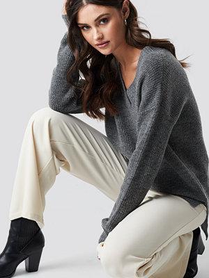 NA-KD Trend Deep V Neck Wool Blend Sweater grå