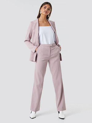 NA-KD Classic omönstrade byxor Regular Straight Suit Pants rosa