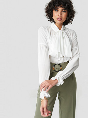 NA-KD Classic Bow Tie Blouse vit