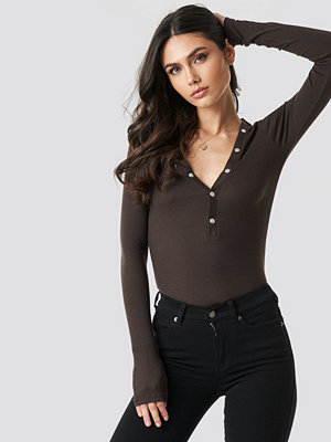 NA-KD Press Button Rib Top brun