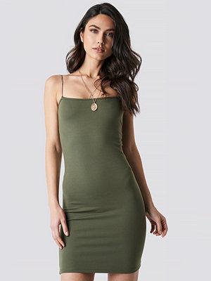NA-KD Party Spaghetti Strap Dress grön