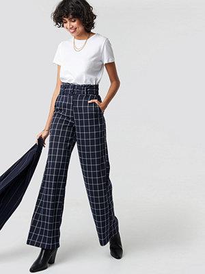 NA-KD Classic marinblå rutiga byxor Paperbag Suit Pants blå