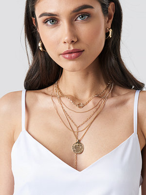 NA-KD Accessories smycke Halsband I Lager Med Droppkedja Och Myntberlocker guld