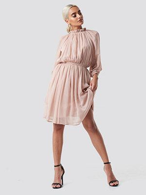 NA-KD Boho High Neck Elastic Waist Puff Dress rosa