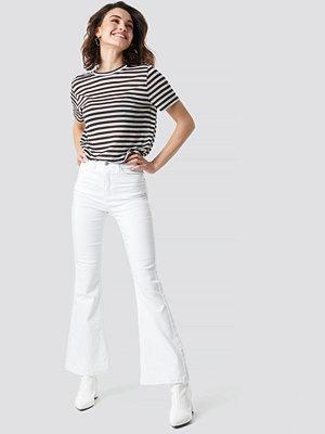 NA-KD Bootcut Jeans vit