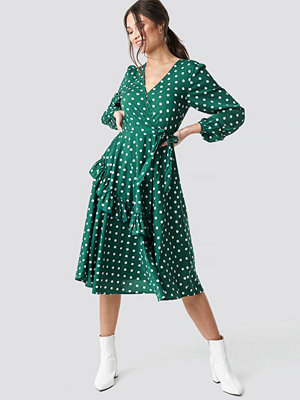 NA-KD Boho Wrapped Dot Midi Dress grön