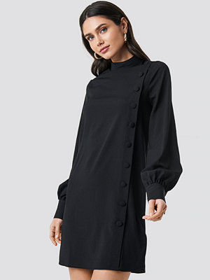 NA-KD Button Up Mini Dress svart