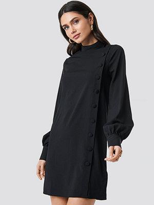 NA-KD Button Up Mini Dress svart