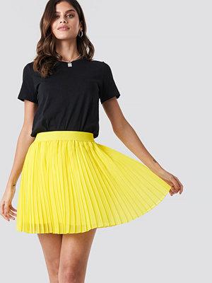 NA-KD Mini Pleated Skirt gul