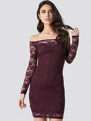 NA-KD Party Off Shoulder Lace Dress lila