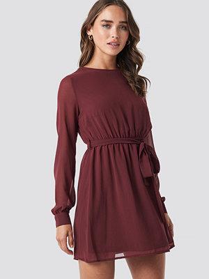NA-KD Chiffon Dress röd