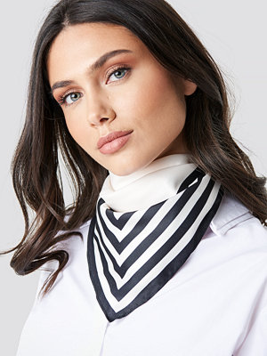 NA-KD Classic Striped Edge Satin Scarf svart vit