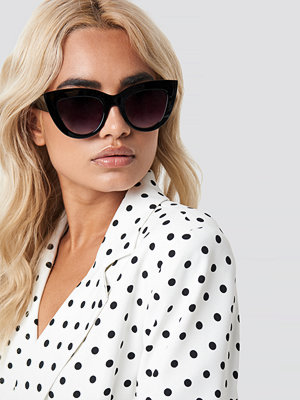 NA-KD Accessories Chunky Pointy Cat Eye Sunglasses svart