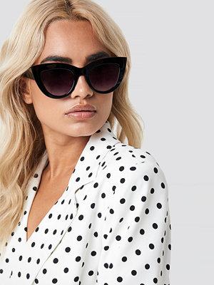 Solglasögon - NA-KD Accessories Chunky Pointy Cat Eye Sunglasses svart