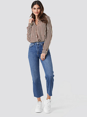 NA-KD Trend Raw Hem Straight Jeans blå