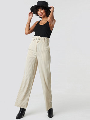 NA-KD Classic randiga byxor Pinstriped Wide Belted Pants beige
