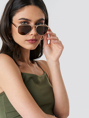NA-KD Accessories Rounded Top Bar Sunglasses brun guld