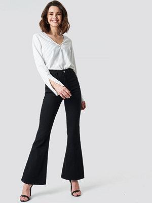 NA-KD Bootcut Jeans svart