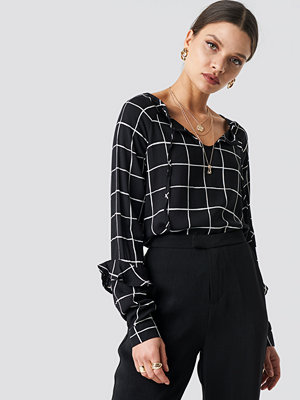 Trendyol Checkered Knot Detail Blouse svart