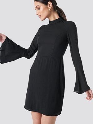 Trendyol Yol Handles Flywheel Dress svart