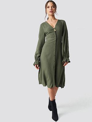 NA-KD Boho V-Neck Trumpet Dress grön