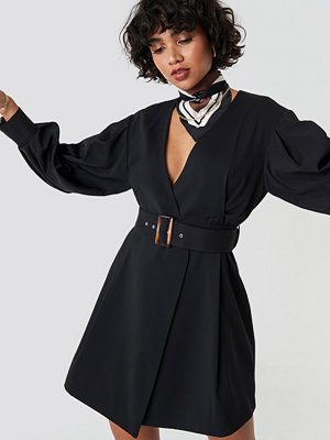 NA-KD Classic Balloon Sleeve Belted Blazer Dress svart