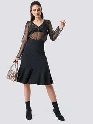 Anna Nooshin x NA-KD Flounce Midi Skirt svart