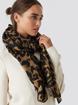 NA-KD Accessories Woven Leopard Print Scarf brun