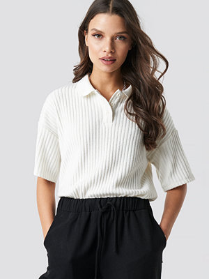 Astrid Olsen x NA-KD Ribbed Polo Shirt vit