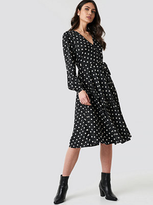 NA-KD Boho Wrapped Dot Midi Dress svart