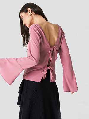 NA-KD Tie Back Wide Sleeve Blouse rosa