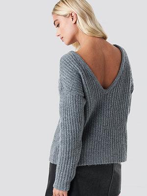 NA-KD Trend Boxy V-back Knitted Sweater grå