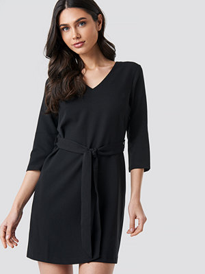 Trendyol Basic Belted Dress svart