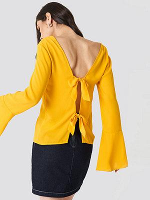 NA-KD Tie Back Wide Sleeve Blouse gul