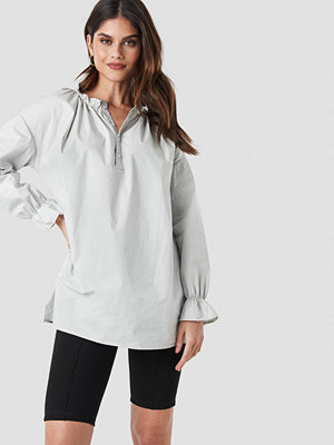NA-KD Trend Gathered Neckline Tunic grå