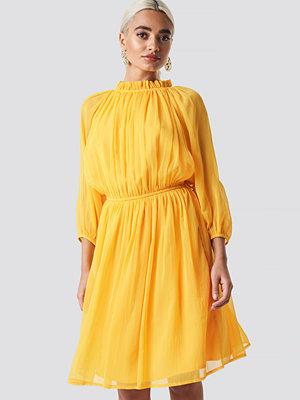 NA-KD Boho High Neck Elastic Waist Puff Dress gul