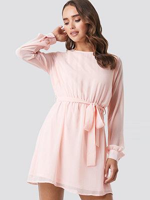 NA-KD Chiffon Dress rosa