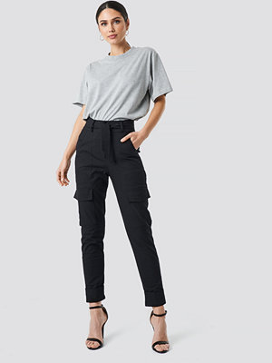 NA-KD Trend svarta byxor Tie Waist Patch Pocket Pants svart