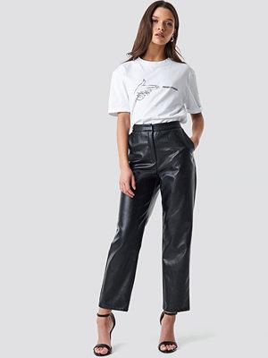 Linn Ahlborg x NA-KD svarta byxor PU Leather Pants svart