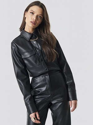 Linn Ahlborg x NA-KD PU Leather Shirt svart