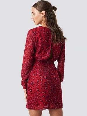 NA-KD Open Back Short Dress röd