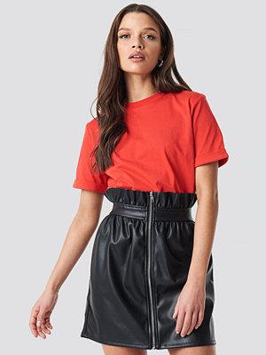 Linn Ahlborg x NA-KD Basic Roundneck T-shirt röd