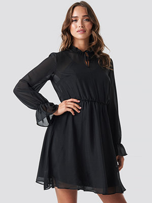 Trendyol Milla Pleated Mini Dress svart