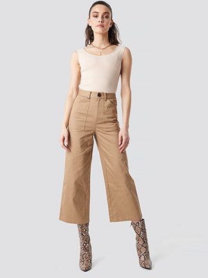 NA-KD Workwear Wide Pants beige byxor